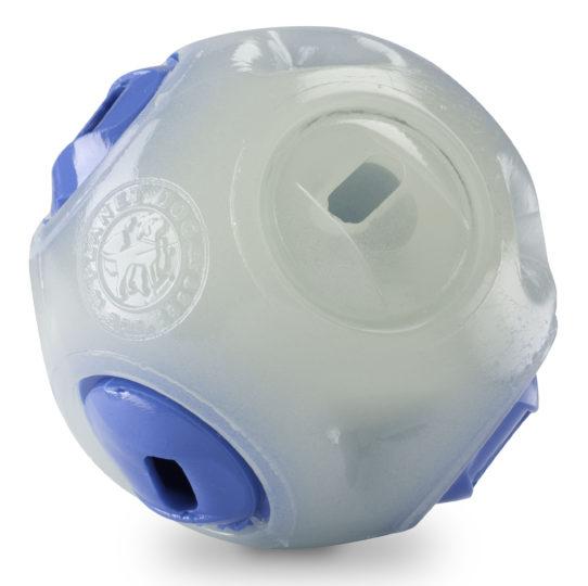 Planet Dog Orbee-Tuff Glow in the Dark Whistle Ball bei WILD HAZEL