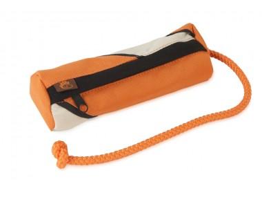 Firedog Snack Dummy Orange passt in die Gassitasche von Wild Hazel